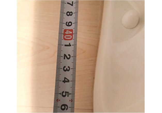 ⑥型番が分からない場合、留め具キャップ大・小が後壁から何cmか測る